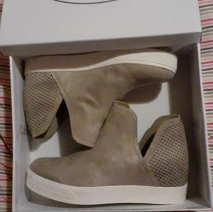 Whiplash Taupe size 9 shoes